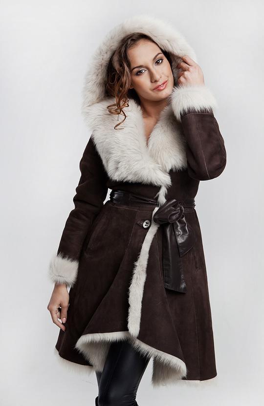 одним чемоданом модные зимние дубленки фото пара фото